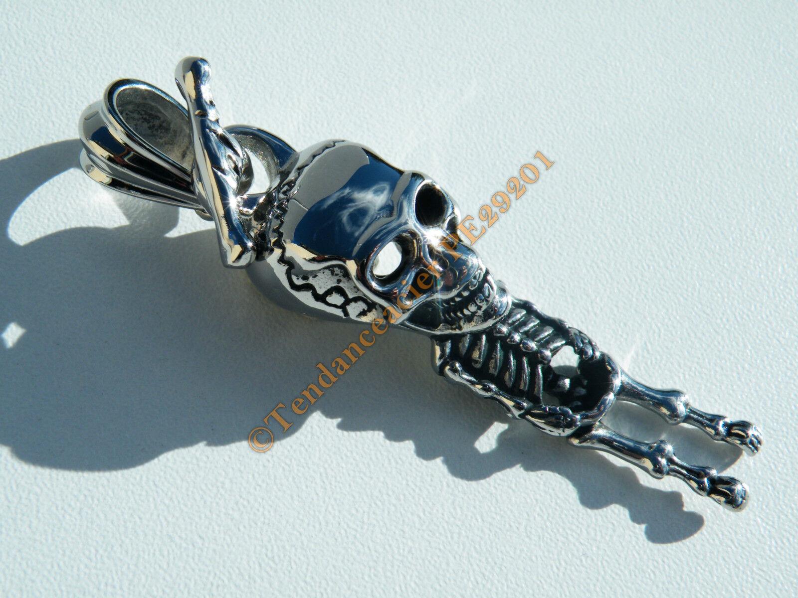 Pendentif silveré Skull Grand Squelette Pendu Gothique 73 mm  Acier Inoxydable