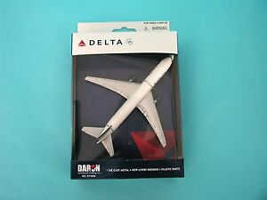 DARON-REALTOY-RT4994-Delta-Air-Lines-Boeing-767-1-375-New-Livery-Diecast-New