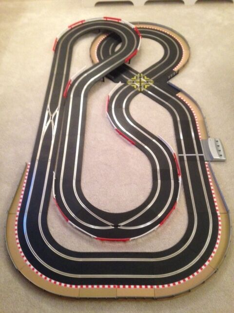 Scalextric Digital Large Layout with Double Loop   Credver & 2 Cars