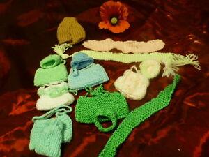 lot-fait-main-laine-mini-poupee-de-15cm-15pieces-sacs-bonnets-echarpe-assor