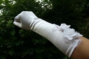 White-Finger-Bridal-Wedding-Gloves-with-Flower-FREE-P-amp-P