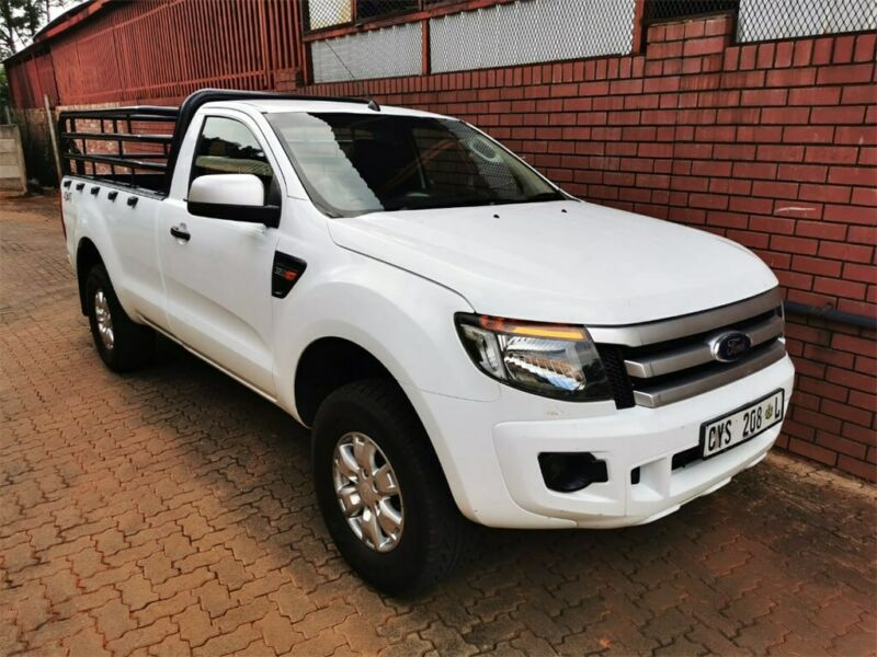 White Ford Ranger 3.2 TDCi XLS 4x4 S/Cab with 140000km available now!