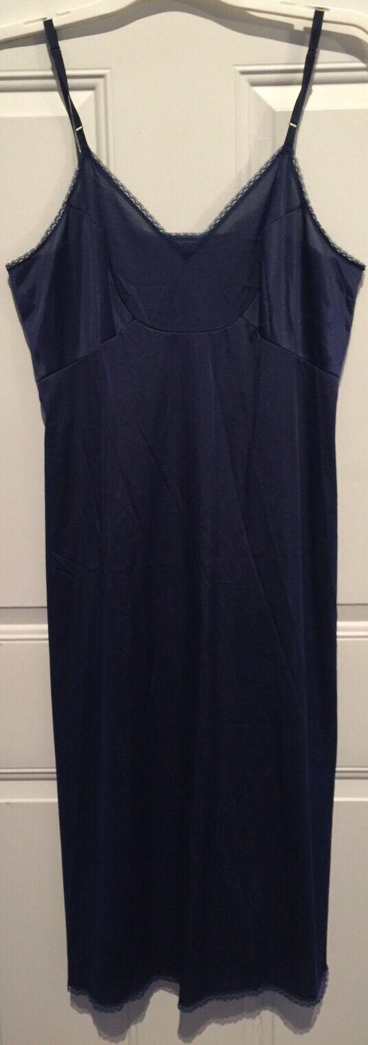 EXCELLENT WOMENS VTG Vanity Fair blueE W  LACE Trim FULL SLIP Size 36