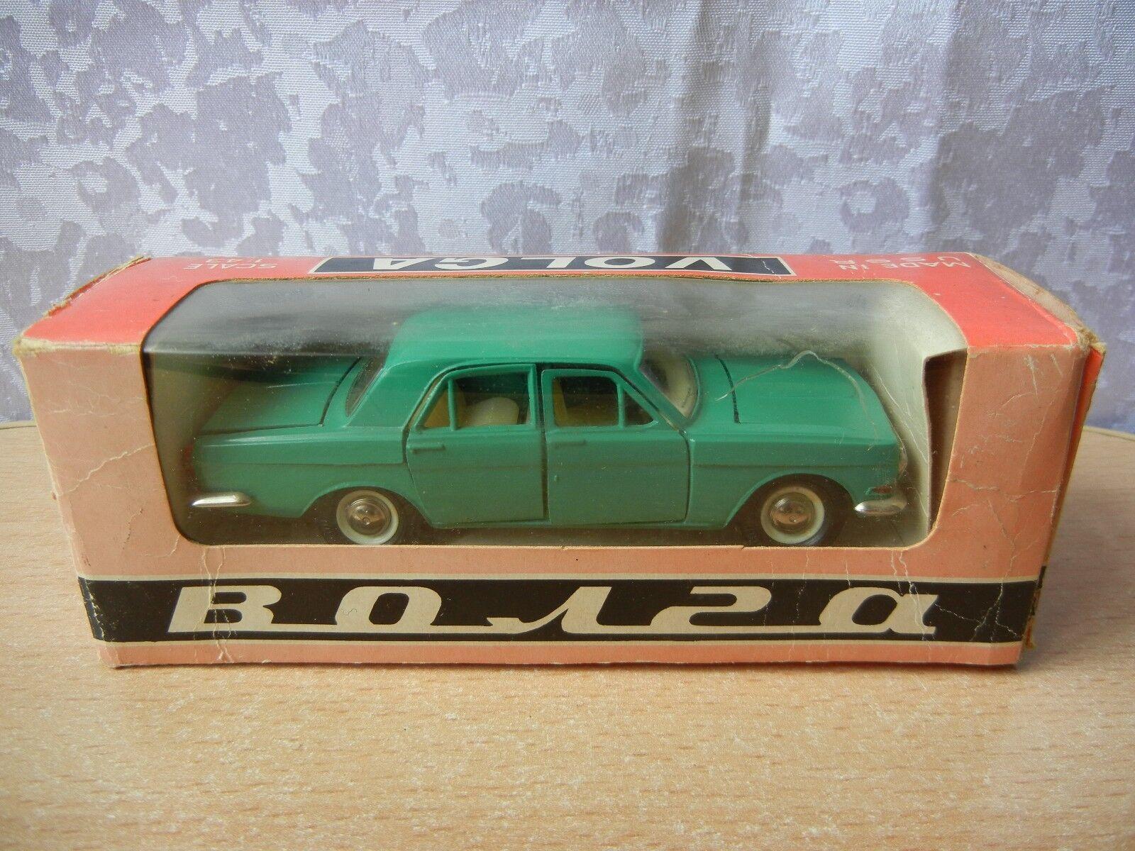 Vintage Volga GAZ-24 1 43 in original box Soviet USSR green model