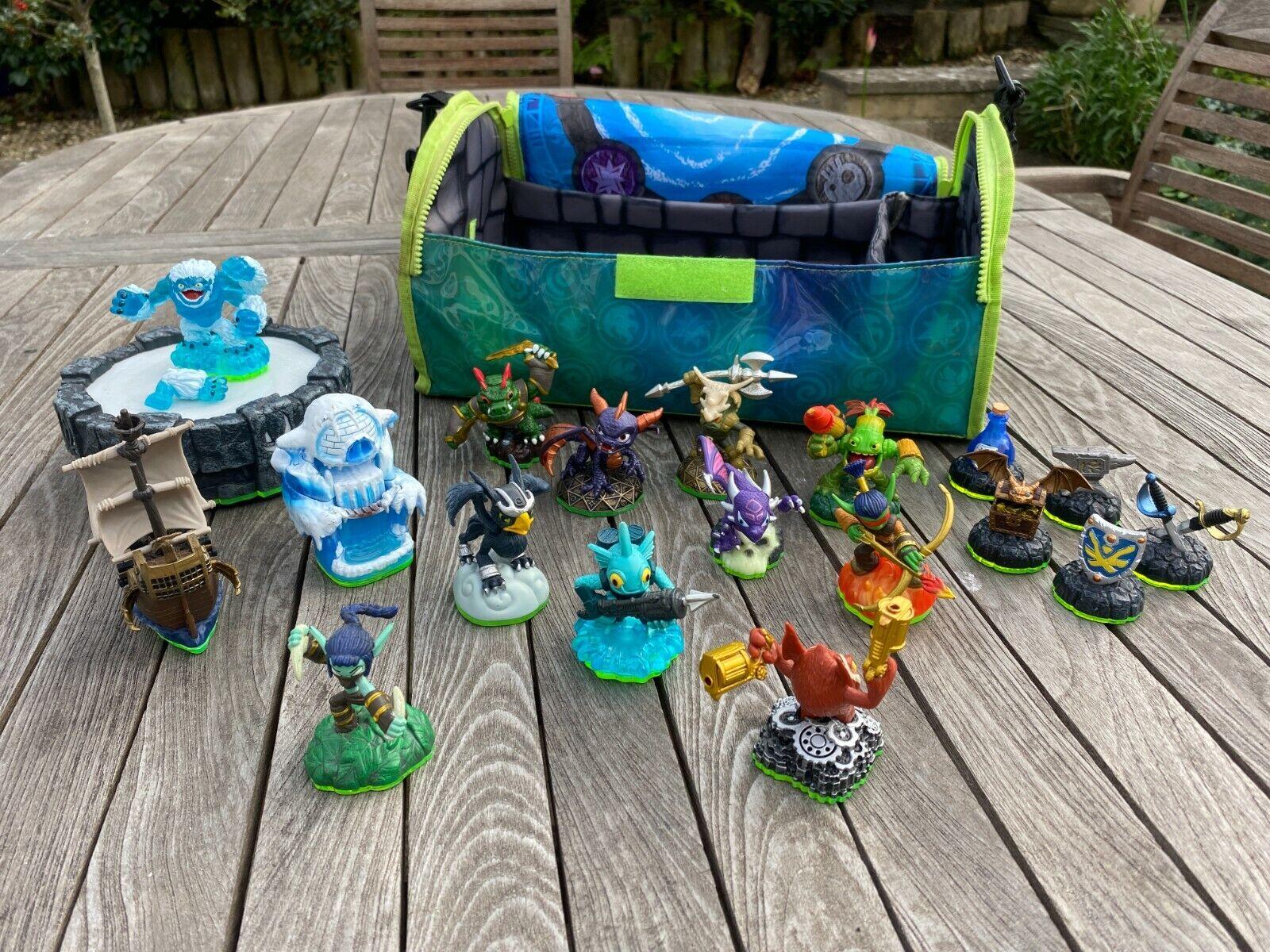 Skylanders Spyro's Adventures Strap Bag w/ 18 Figures Toy Bundle