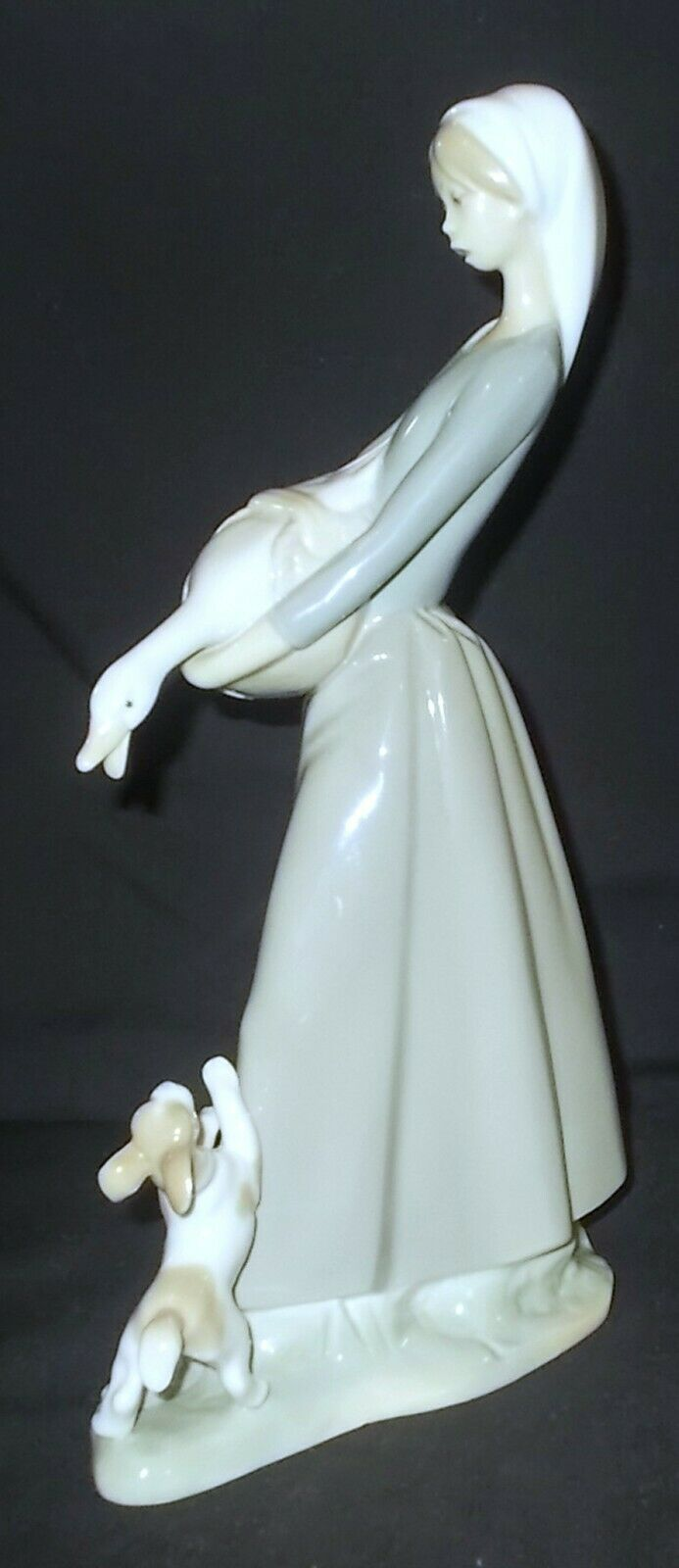 Image 2 - Lladro GIRL WITH GOOSE AND DOG #4866 Figure - Made in Spain
