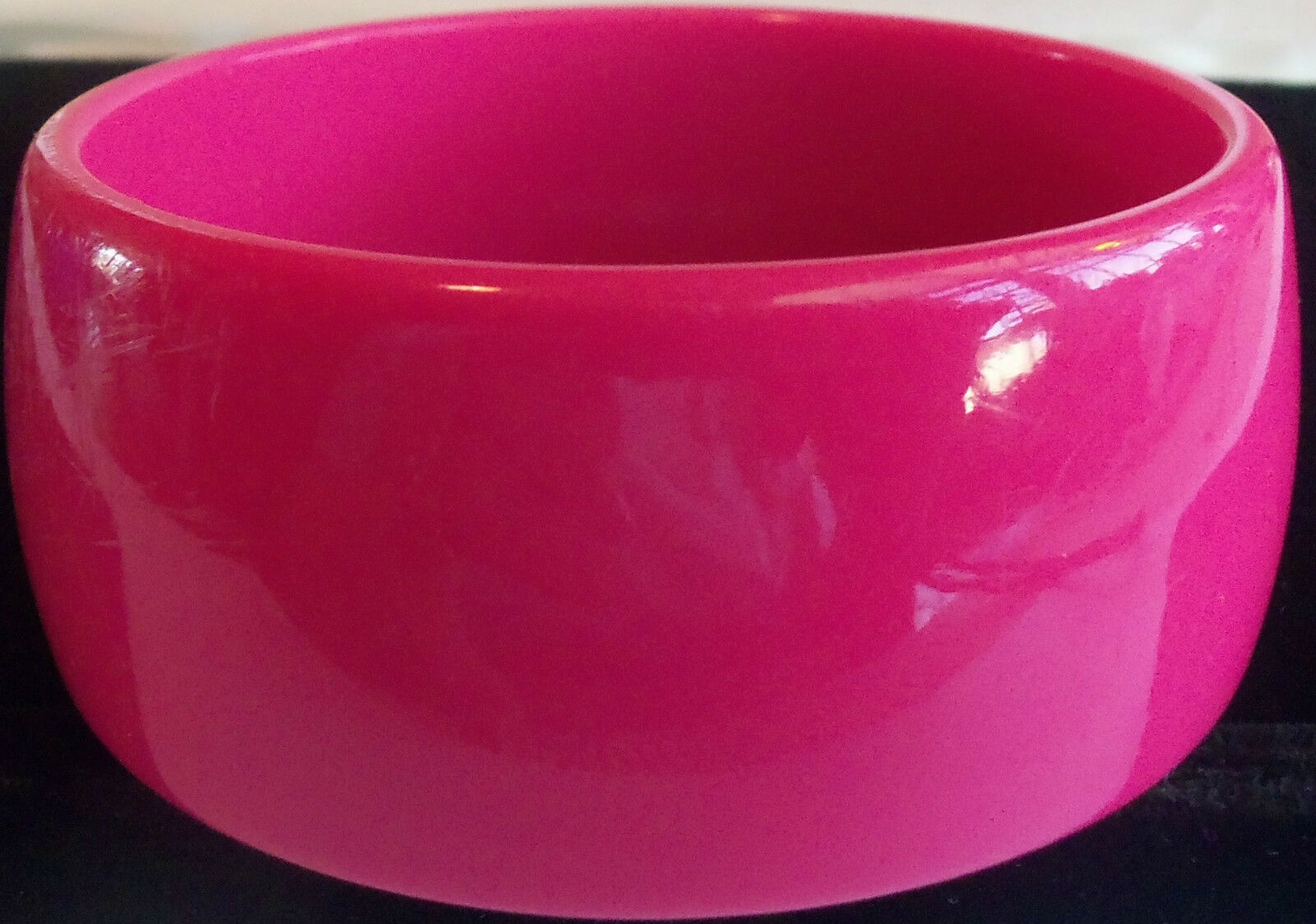 VINTAGE 60's Wide Hot Pink Thermoset Lucite Bangl… - image 8