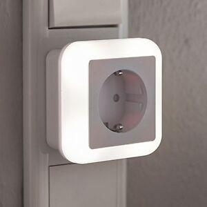 led nachtlicht notlicht mit steckdose 230v d mmerungssensor colour lampe n15 ebay. Black Bedroom Furniture Sets. Home Design Ideas