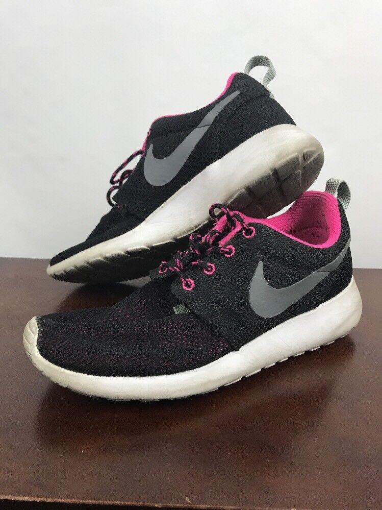 pre owned Nike air Roshe Run women's size 6.5 running black/pink best-selling model of the brand