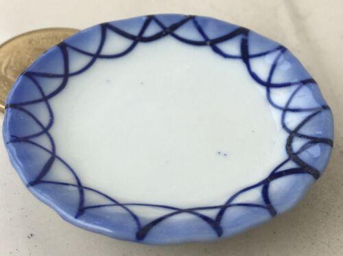 1:12 Scale Blue /& White Ceramic Serving Plate 4.4cm Tumdee Dolls House B116
