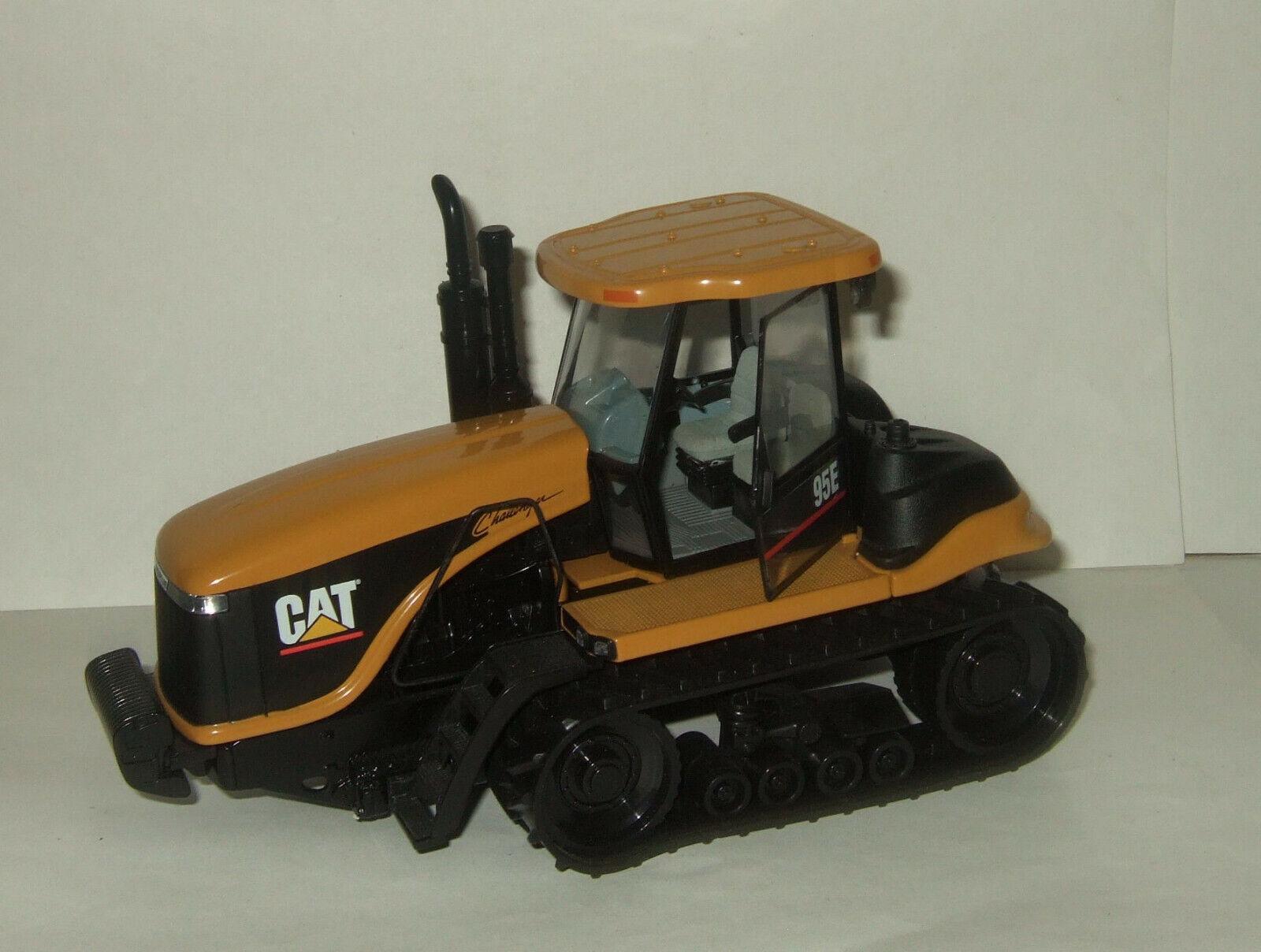 1:32 Norscot CATERPILLAR Agricultural 95 e Tractor 2013 55001