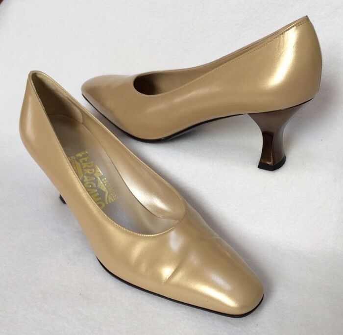 Salvatore Salvatore Salvatore Ferragamo 8.5 AA Gold Leather Pumps Bronze-tone Heel EUC Msrp  289 6802d5