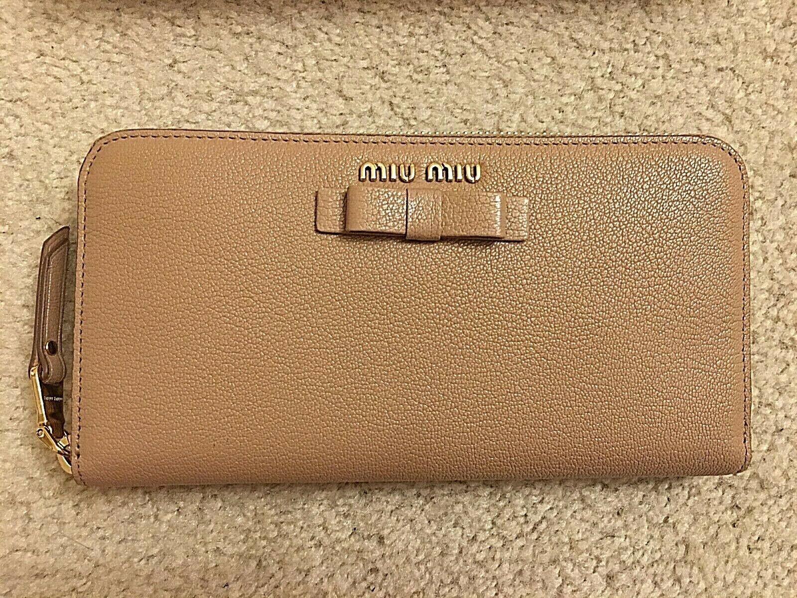 MIU MIU Women's Cammeo Leather Wallet