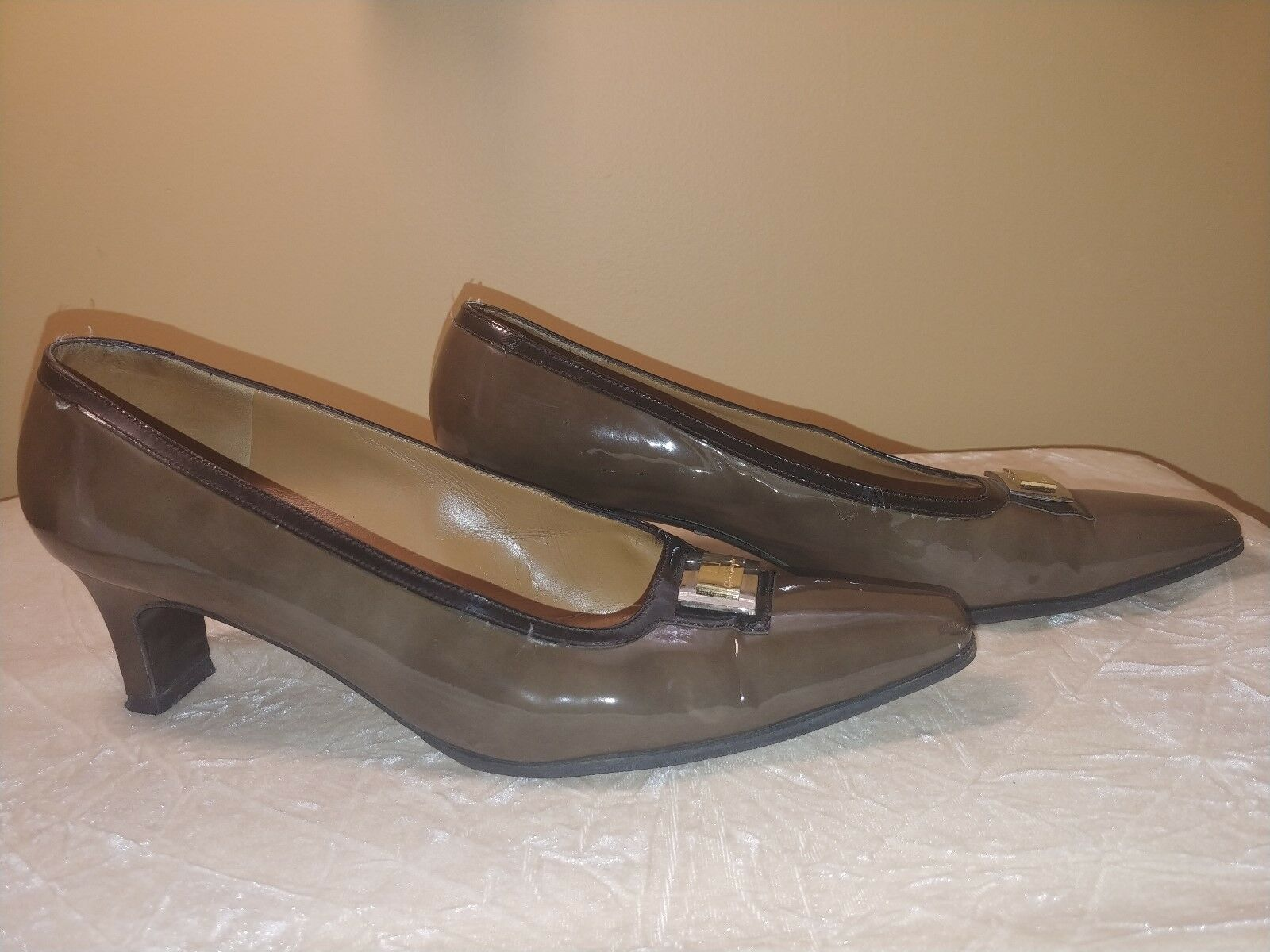 Ferragamo damen Heels Heels Heels Pumps Slip Ons  Patent Leather Olive Grün braun 10 bc8643
