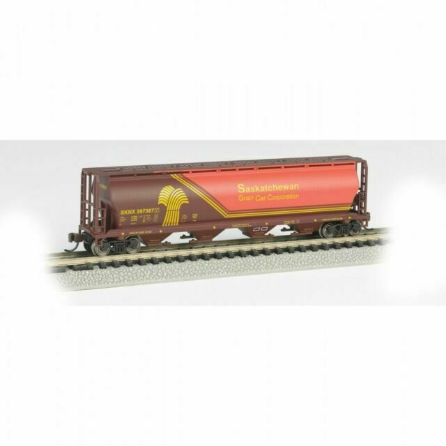 Canadian 4-Bay Cylindrical Grain Hopper Government of Canada N Scale Bachmann Industries Inc