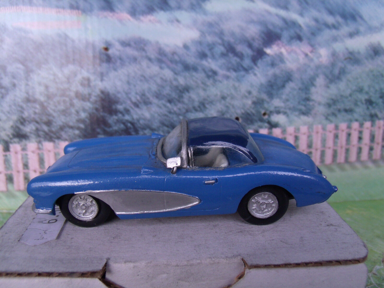 1 43 Unknown manufacturer  Chevrolet corvette 1956 White Metal Model Car