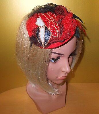 Fascinator Haarreif Headpiece Sinamay Rot Red Schwarz Federn Brosche Perlen Hut Perfekte Verarbeitung
