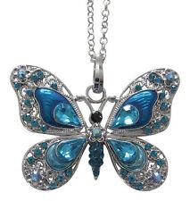 Collier, pendentif motif  papillon bleu dominant cristal autrichien et acier.