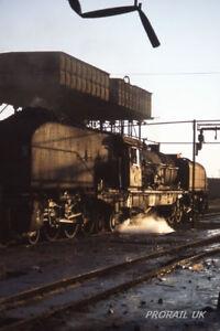 Slide-35mm-ZIMBABWE-RHODESIA-RAILWAYS-301705-15th-cl-Garratt-422-Bulawayo-Depot