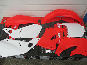 POLISPORT-PLASTIC-KIT-HONDA-1997-1998-1999-CR250-CR250R-updated-Honda-red-CR