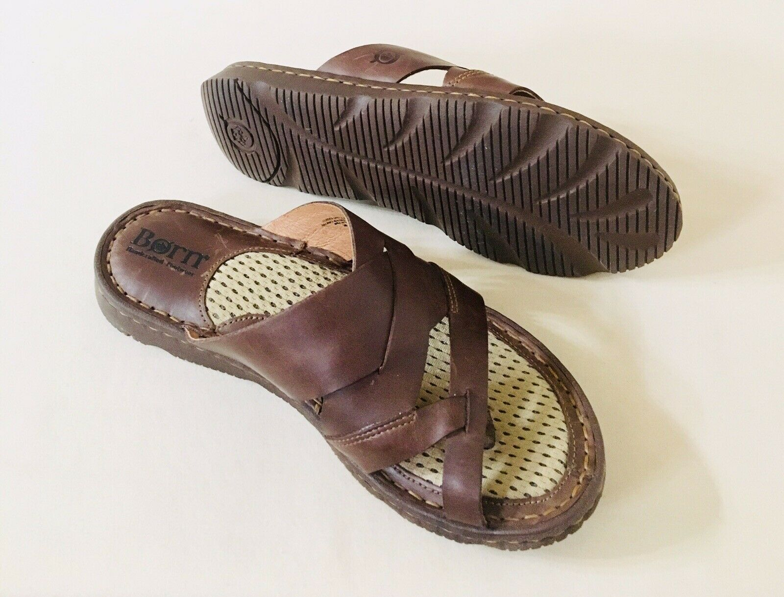 Women Born Tarver Slip On Flat Sandal Ultra Cushioned Leather Dark Brown F46422