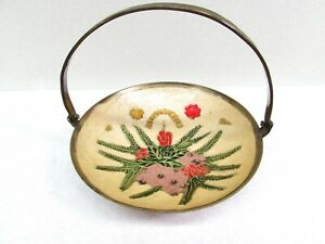 Vintage-Brass-Handled-Bowl-Enamel-Painted-Christmas-Pinecone-Candle-Design