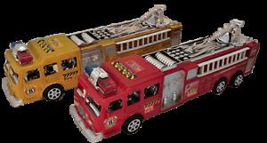 2x-Feuerwehrauto-28cm-Feuerwehr-Loeschfahrzeug-Wasserspritze-US-Fahrzeug