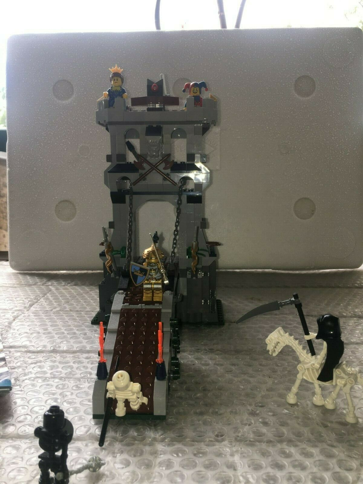Lego, RARE, 7079 Castle, Drawbridge Defence, Pre-Owned, completare no scatola   incredibili sconti