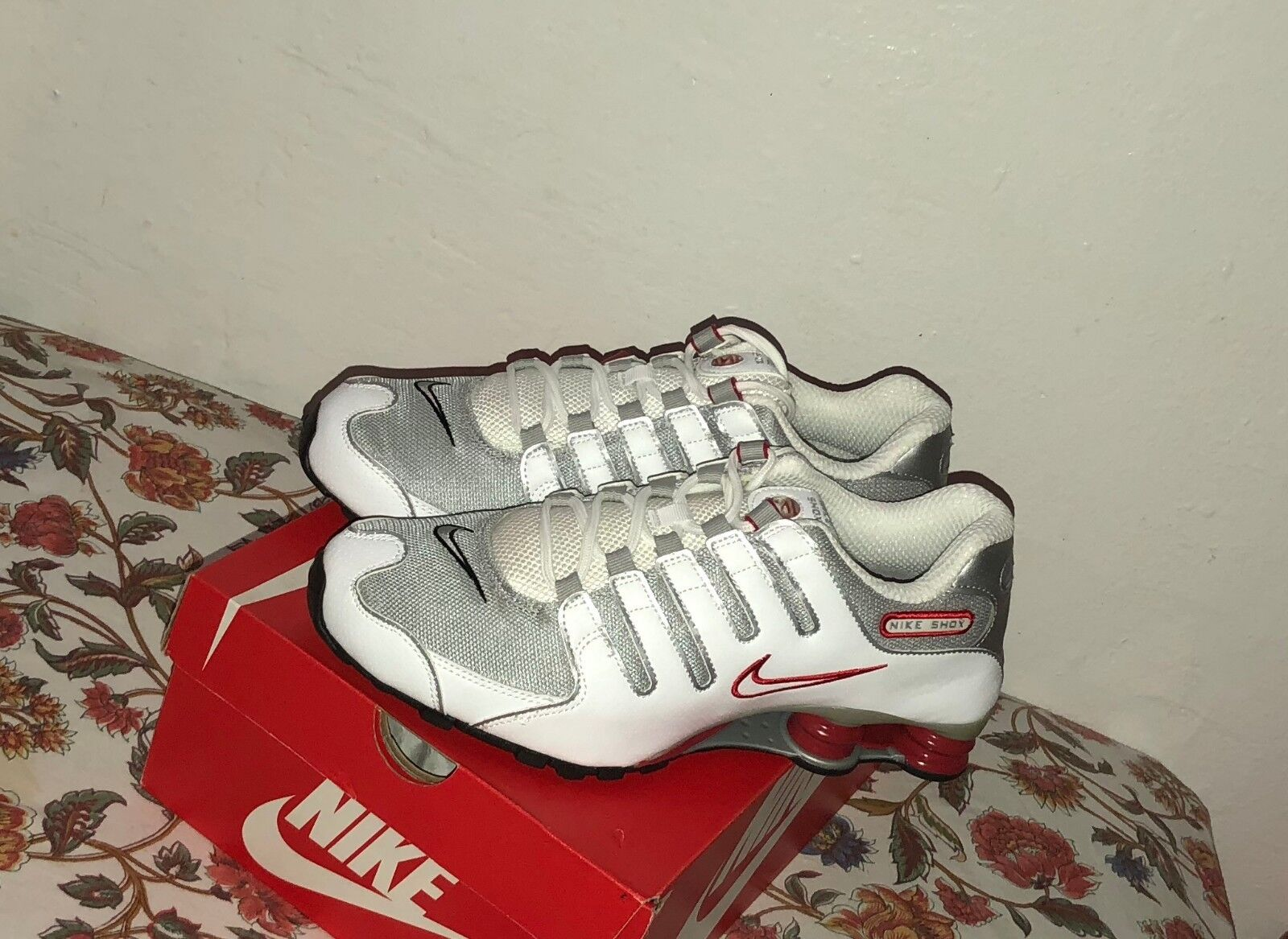 Nike Shox NZ Running Shoes White Red Platinum Silver Size 10.5 New