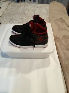 Pre-Owned-Jordan-Shoes-554724-028-Size-10-5-Black-Red-White-Soles