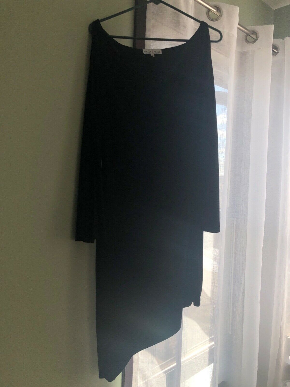 schwarz dress with asymmetrical hemline. Open long sleeves. Perfect for weddings