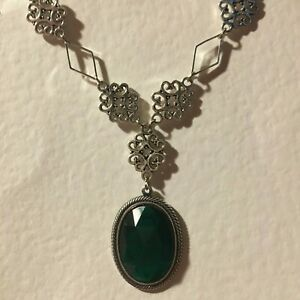 LACY-FILIGREE-VICTORIAN-STYLE-EMERALD-GREEN-DARK-SILVER-PLATED-PENDANT-NECKLACE
