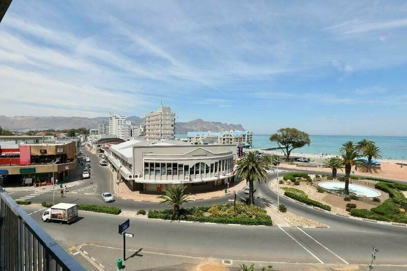 Large 95 sqm upmarket apartment walking distance from sea in Strand