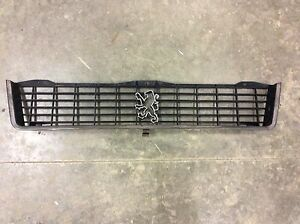 1979-1988-PEUGEOT-505-FRONT-GRILLE-SOLID-79-80-81-82-83-84-85-86-87-88