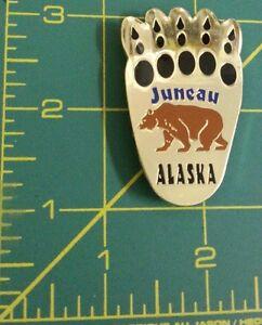 Juneau-Alaska-Metal-Fridge-Magnet-Bear-Paw-shaped-NEW-beautiful-grizzly-bear