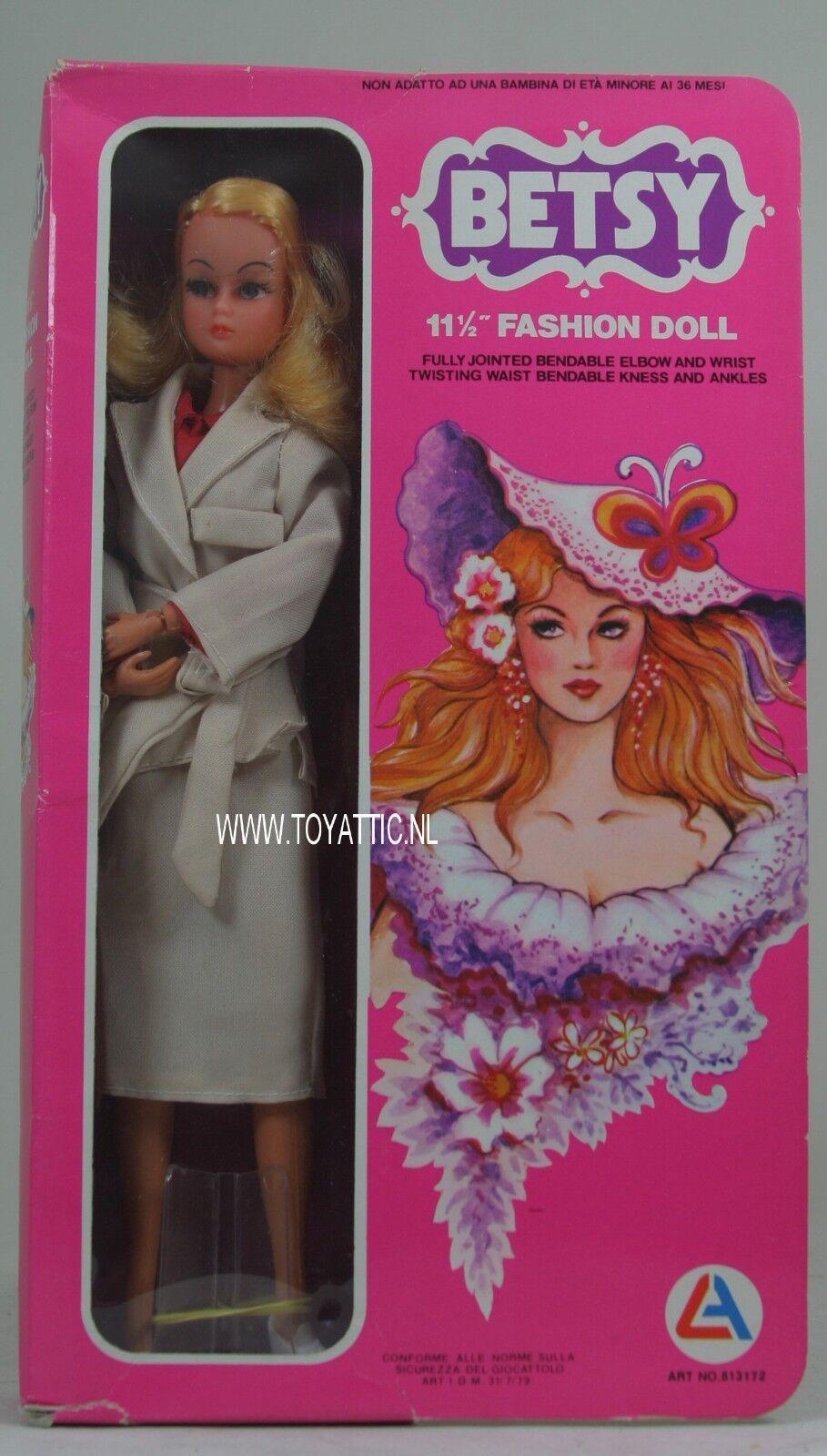 Muñeca Barbie Tamaño Clon Betsy en moda marrón claro y soporte de 'años 70 en Caja Original