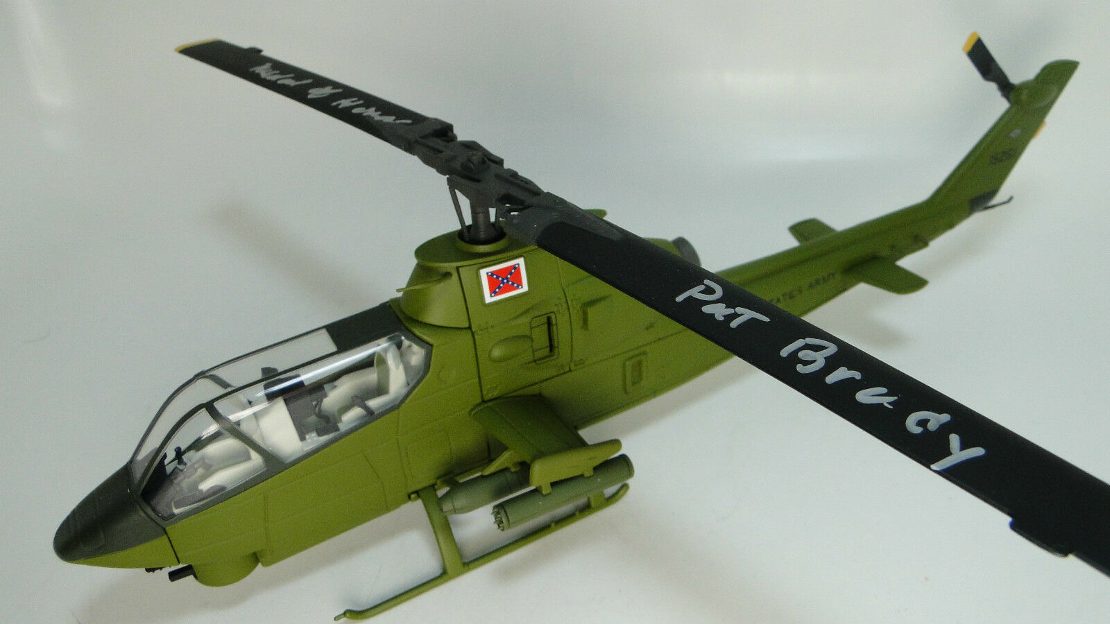 Aircraft Airplane Military Model Diecast Huey Helicopter Cobra Snake Armor 1 48