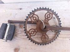 Ancien pédalier de vélo plateau  et  pédales cycle ancien, old cycle