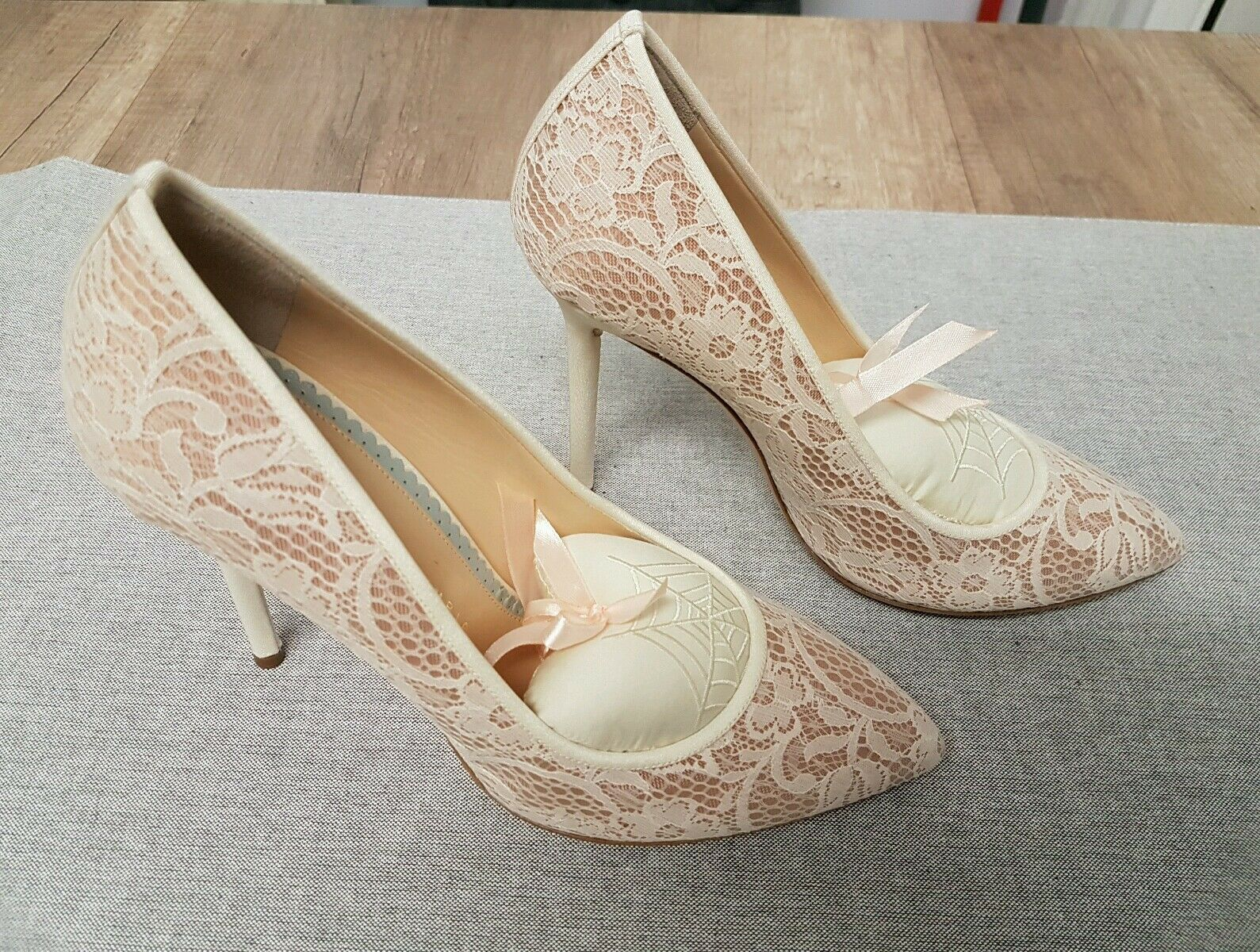 Brand New Charlotte Olympia Dentelle Talons Aiguilles Taille UK 6 Eu 39 US 8