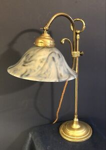 Original Vintage Art déco français laiton Bureau/Lampe de table. Bleu Blanc Abat-jour en verre