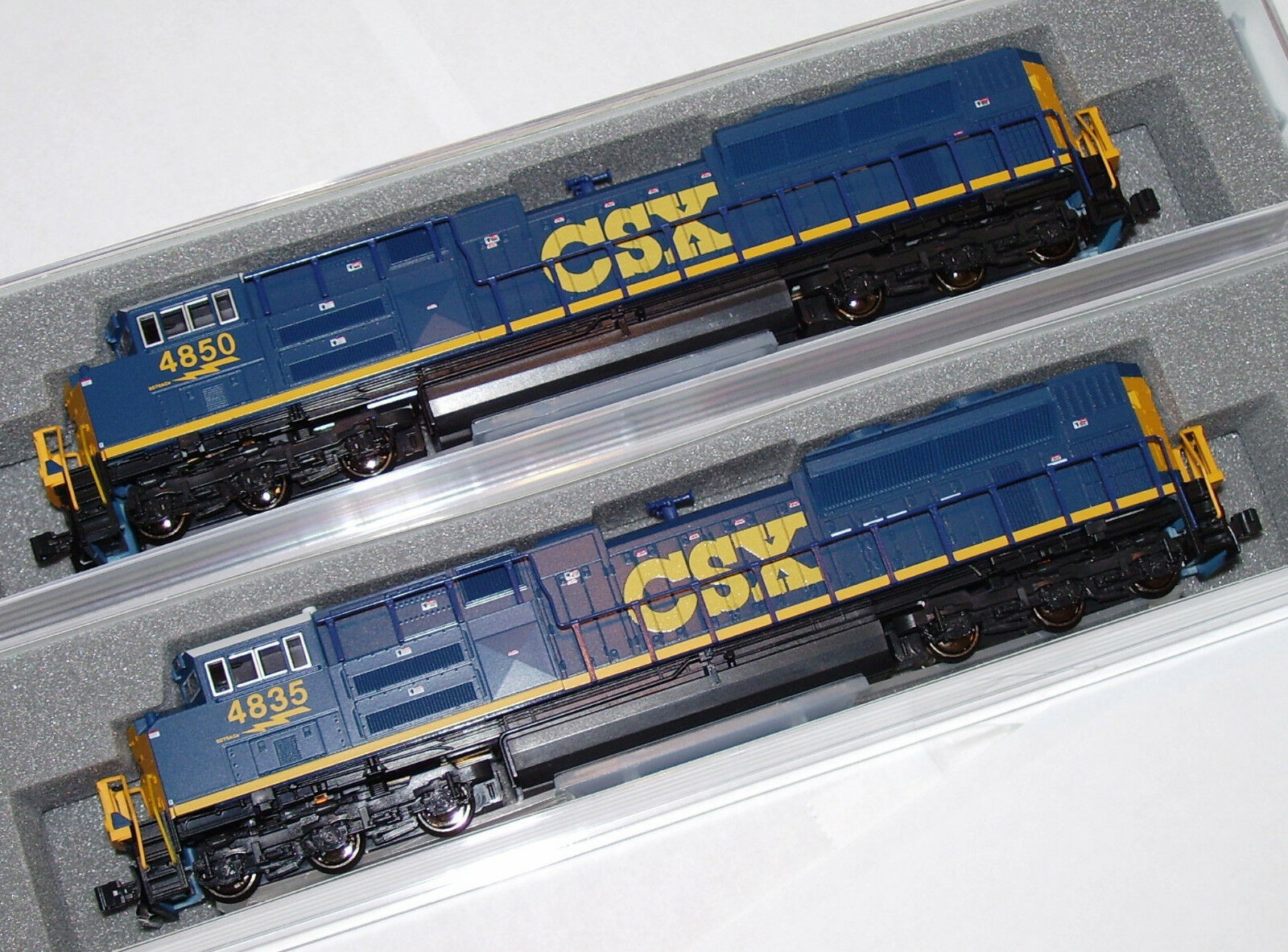 KATO 1768436 + 1768437 2 LOCO N SCALE SET SD70ACe CSX   4835 + 4850 DARK FUTURE