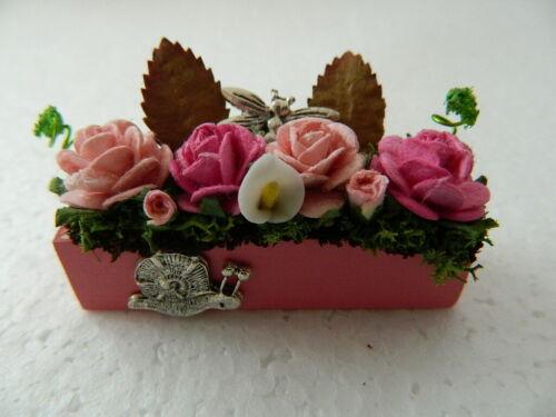 G5.18 1//12th Casa de Muñecas Rosa Hecha A Mano De Madera Caja de la ventana con Flores mixto