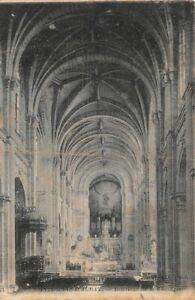 SAINTE-ANNE-D-039-AURAY-innen-der-Basilika
