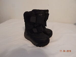 6a2e5cbb1 Boys Toddler Snow Winter boots Size 7 Champion C9 Black Grey Nice