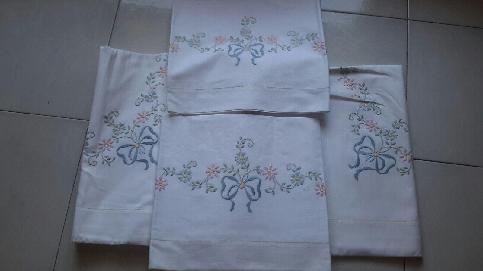 Completo di lenzuola matrimoniale con federe ricamato nuovo vintage