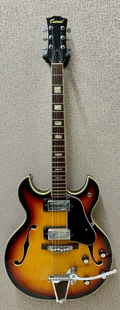 Conrad Vintage Hollow-Body Double Cutaway Lawsuit Guitar with Vibrato and Case