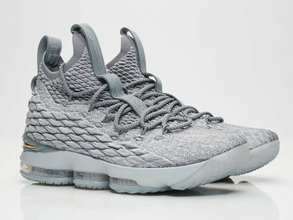 Nike LeBron 15 XV Wolf Grey gold Size 13.5. 897648-005