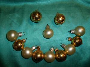 12-Christbaumkugeln-silber-gold-Puppenstube-alte-kleine-Weihnachtskugeln-CBS