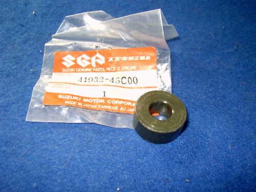 SUZUKI VS800 VX800 GEN NOS ENGINE MOUNT SPACER No 2   41932-45C00