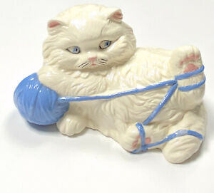 Vintage-039-97-Ceramic-Kitten-Kitty-Cat-White-Blue-Porcelain-Playful-Figurine-Decor